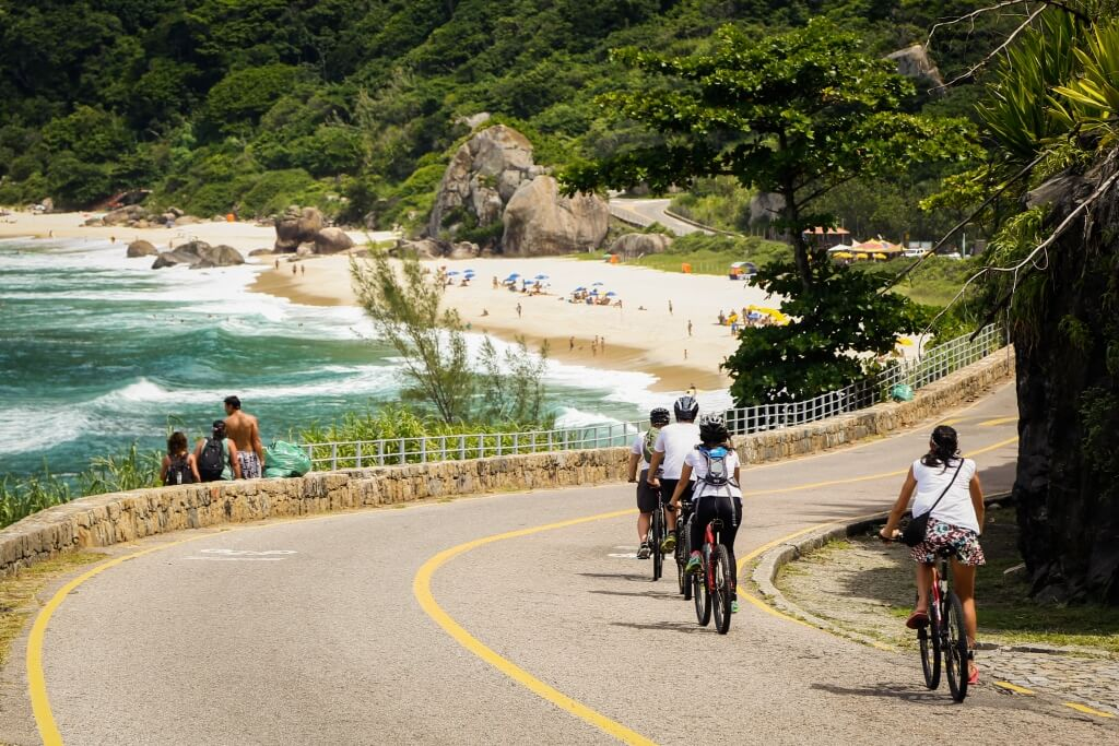 beach_getaway_tour_cycling_to_prainha