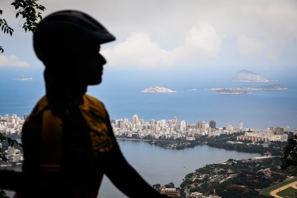 rio_jungle_bike_tour_view_of_ipanema_from_paineiras_road